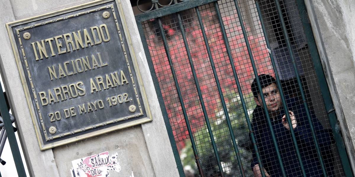 """Centro de apoderados del INBA sobre hechos de violencia: """"Rechazamos el uso mediático del colegio para aprobar un cuestionado proyecto"""""""