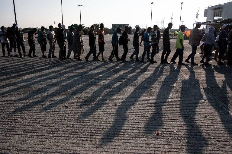 Una multitudinaria caravana de hondureños intenta cruzar México. AFP