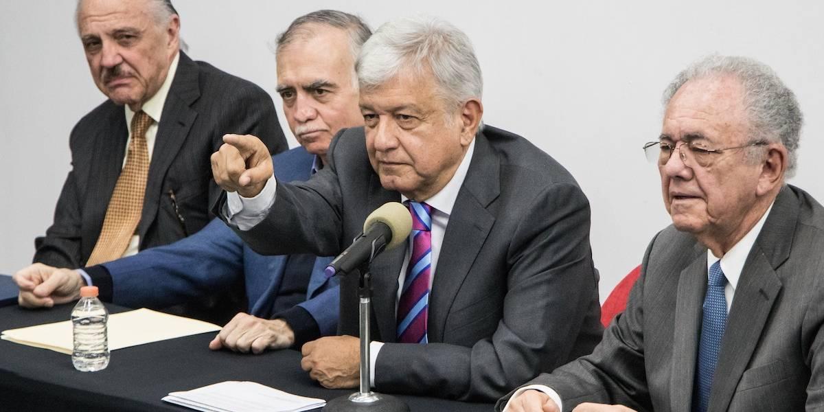 AMLO acuerda 'proceso ordenado' para cancelar contratos de NAIM