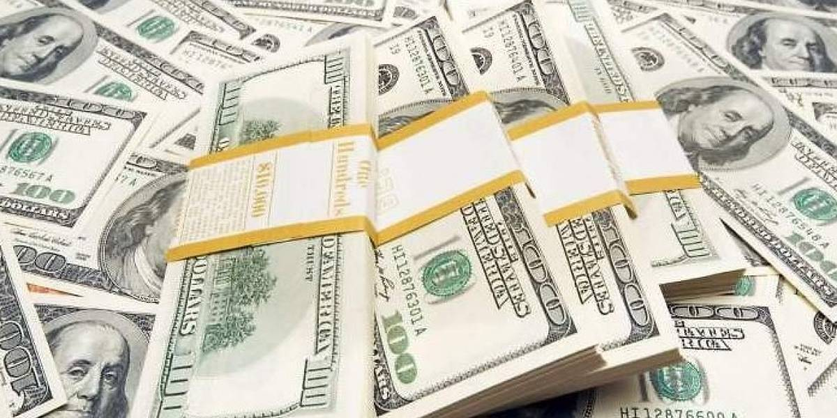Dólar vuelve a subir y llega hasta 20.76 pesos en bancos