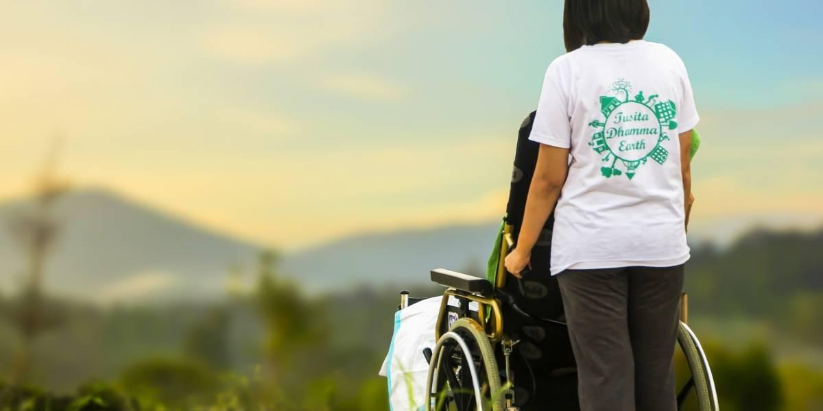 Parapléjicos vuelven a caminar gracias a implante eléctrico