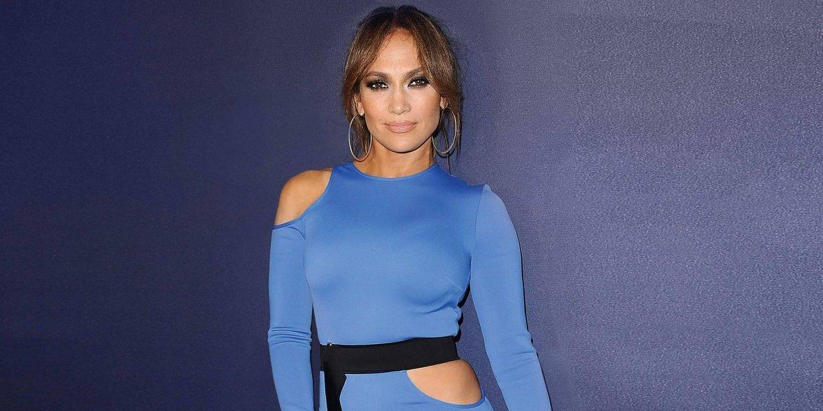 "FOTO. Critican a Jennifer López por mostrar la tanga ""descaradamente"" en la calle"
