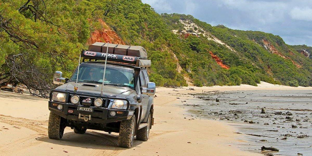 ¿Cómo manejar con seguridad por la arena?