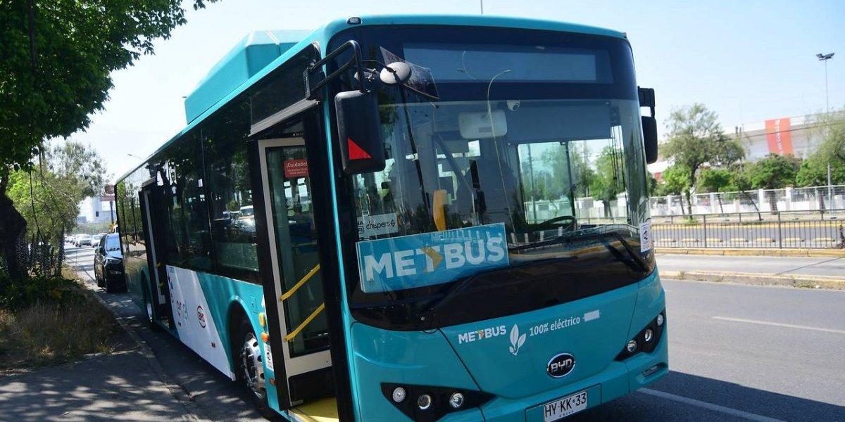 Amplían a tres los recorridos que recibirán los primeros 100 buses eléctricos del Transantiago: estarán operativos en diciembre
