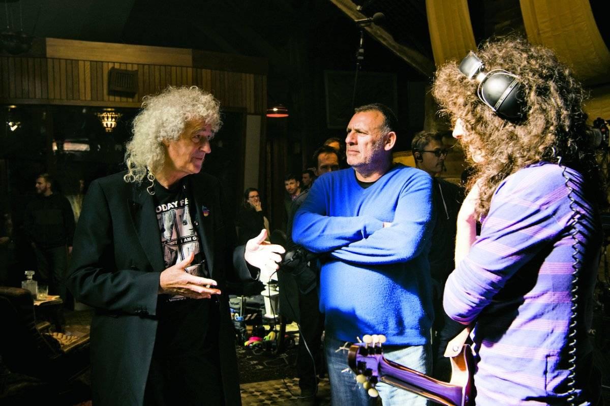 El productor durante el rodaje junto a Brian May. | fox