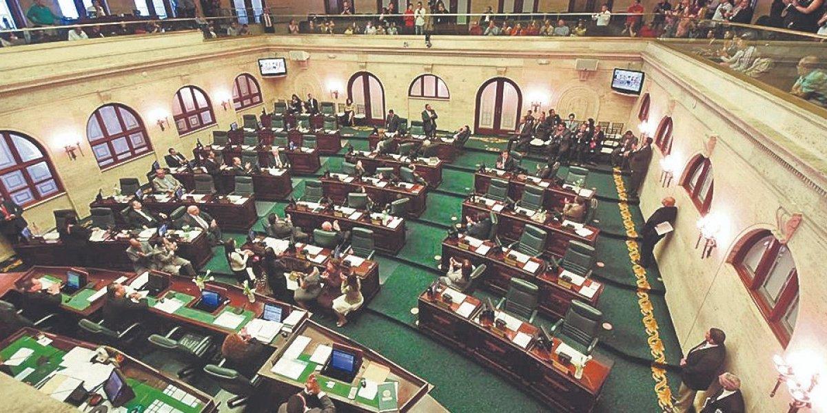 Corre y corre en Capitolio por reforma contributiva