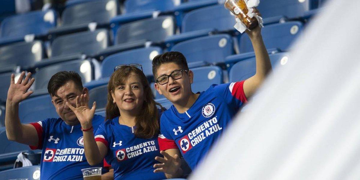 Captan agresión seguidores del Monterrey sobre aficionados del Cruz Azul