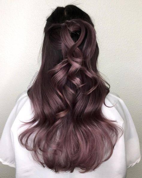 efectos de color fantasía en cabello oscuro