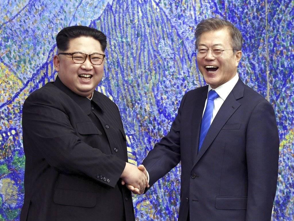 Kim Jong-un, líder de Corea del Norte y Moon Jae-in, presidente de Corea del Sur, durante un encuentro en abril pasado
