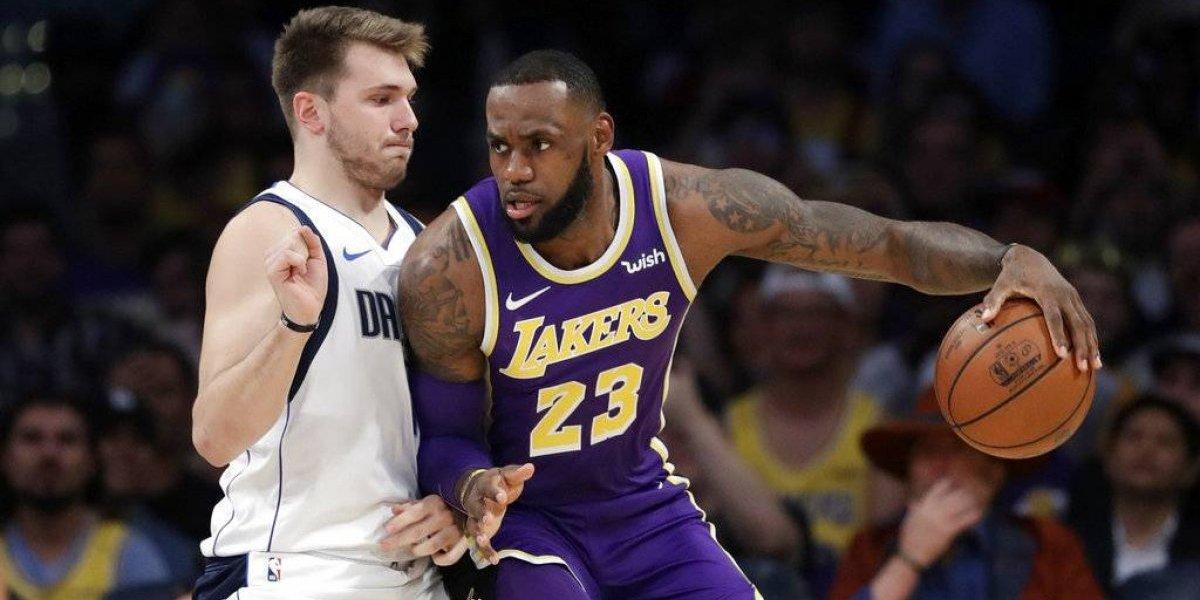 Lakers superan a los Mavericks por un tiro de LeBron