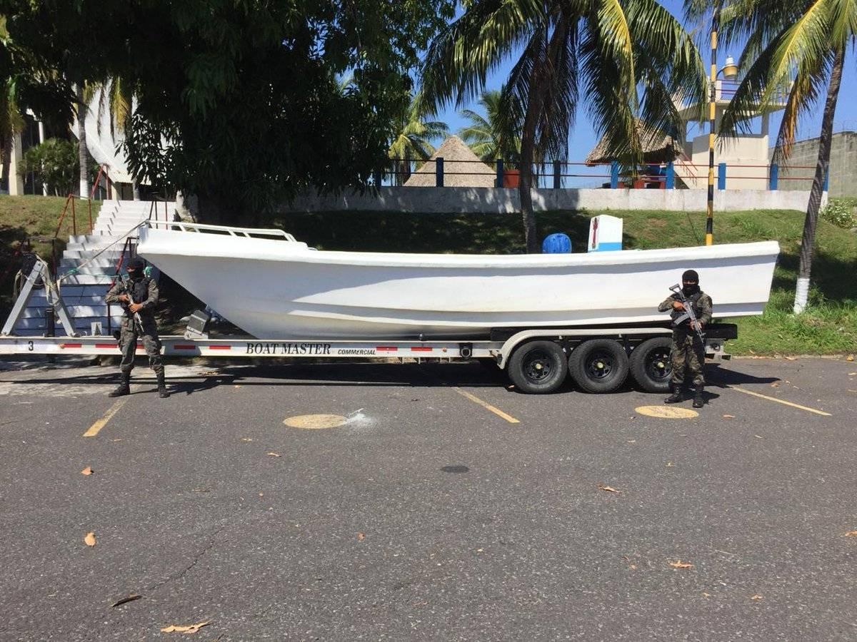 Cocaína localizada en embarcación. Foto: Ejército de Guatemala