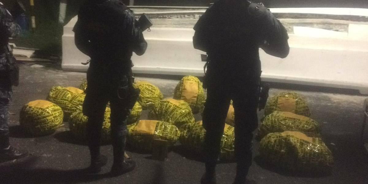 Localizan 570 kilogramos de cocaína en embarcación proveniente de Ecuador