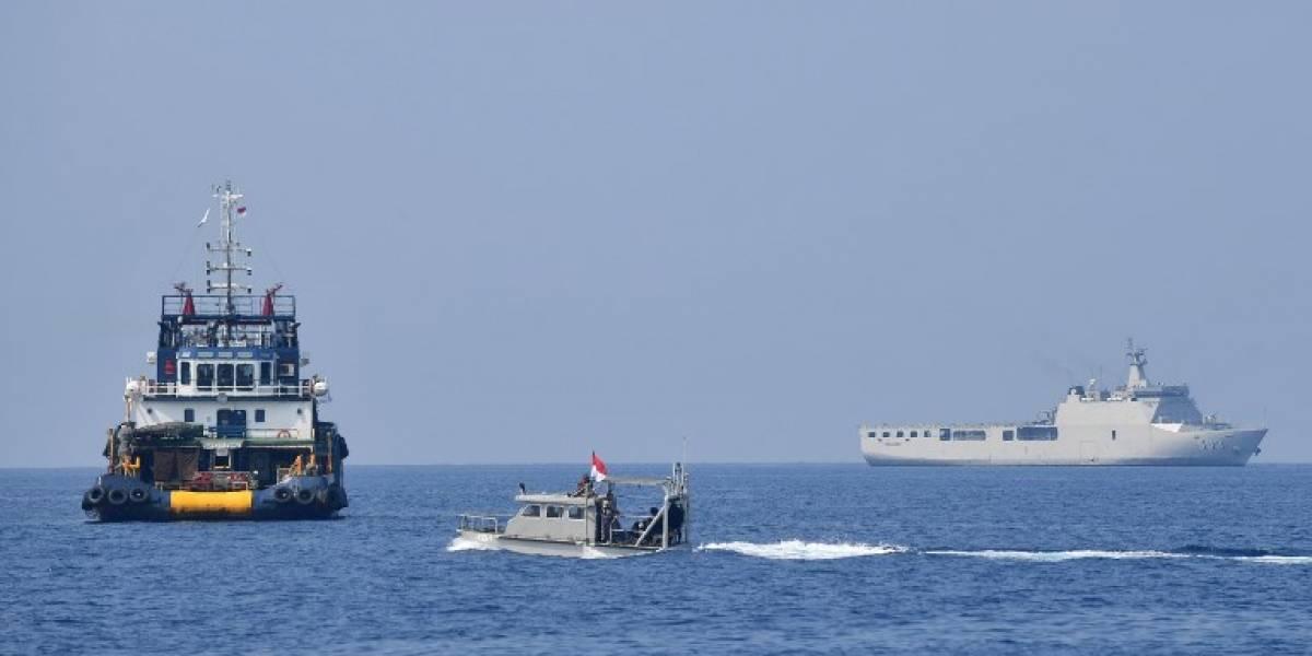 Hallan una caja negra del avión accidentado en Indonesia