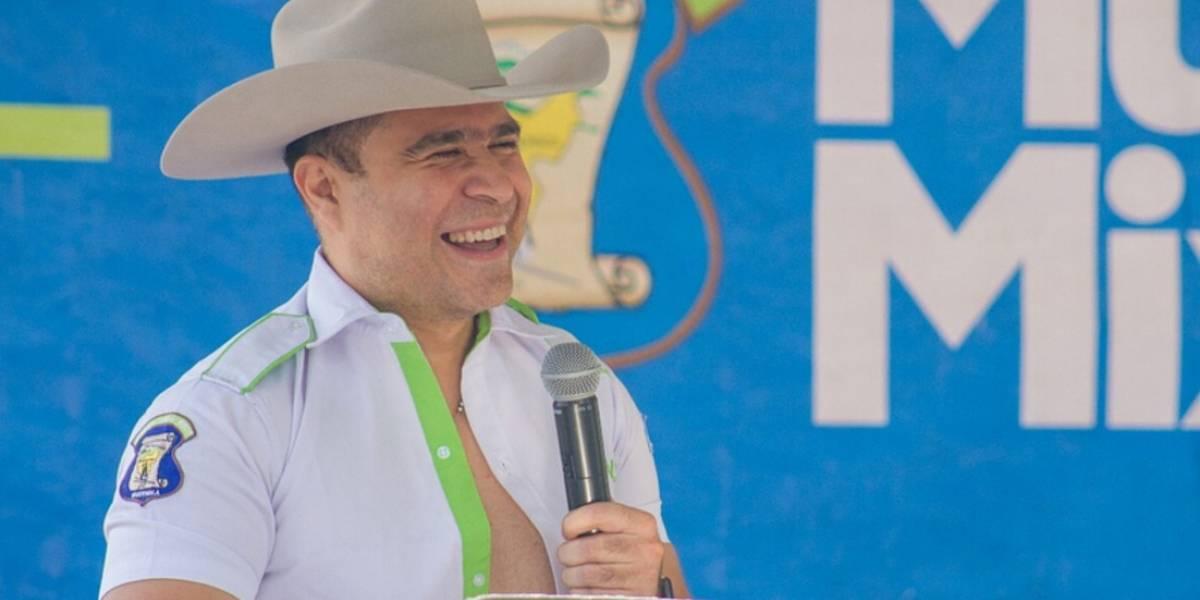 Guatemalteco se disfraza al estilo de Neto Bran y las redes no lo perdonan