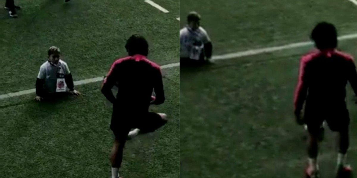VIDEO: Edinson Cavani juega con niño discapacitado