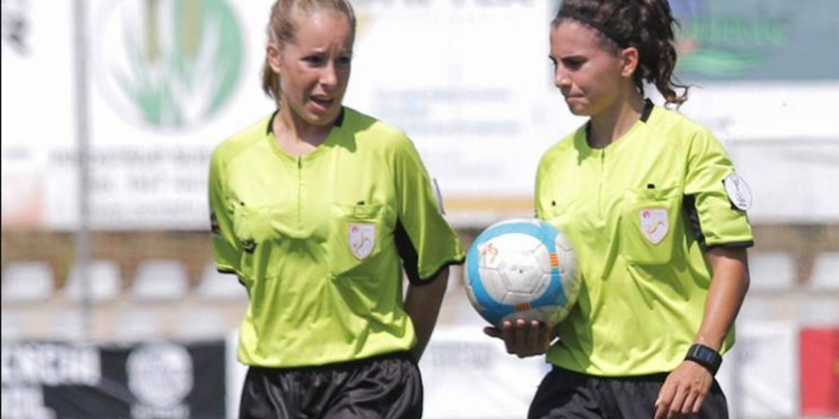VIDEO: Terna arbitral femenina recibe insultos en el futbol español