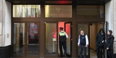 Policía en la Sede de Sony Music en Londres