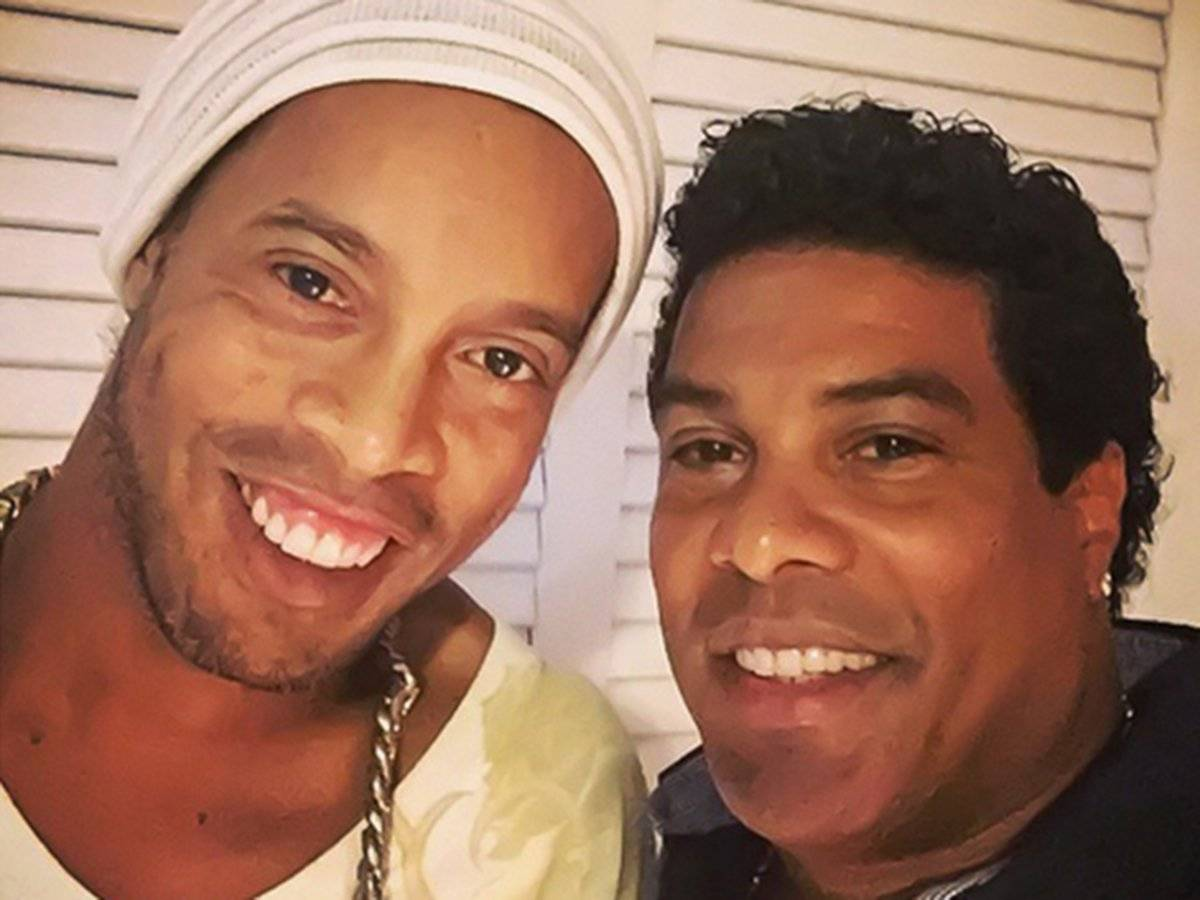 Ronaldinho junto a su hermano Roberto