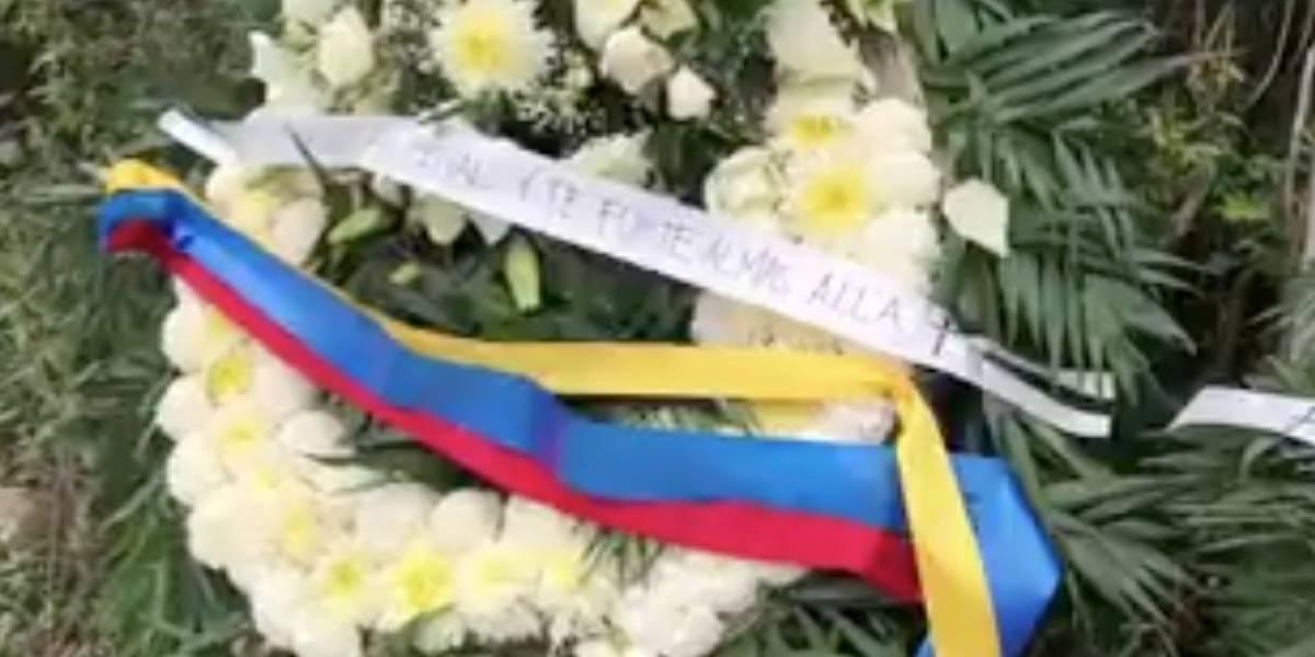 VIDEO: Aficionados llevan coronas de flores a Rayados por Día de Muertos