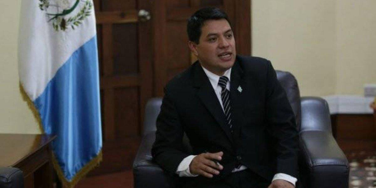 Interpol emite alerta roja para ubicar a viceministro Kamilo Rivera