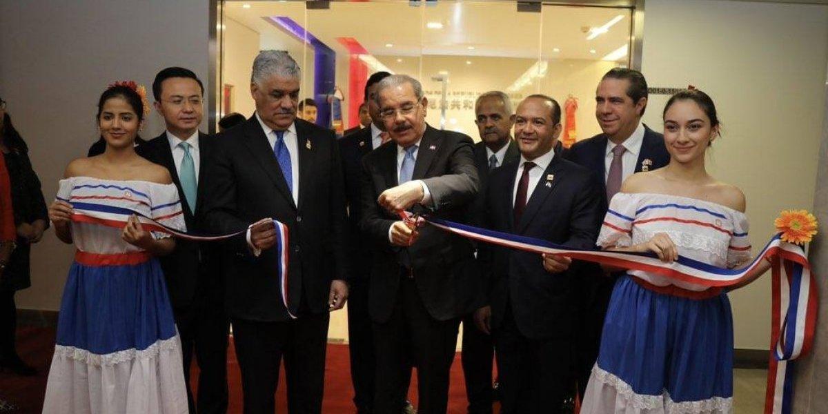 Presidente Medina inaugura embajada en China tras establecer relaciones diplomáticas