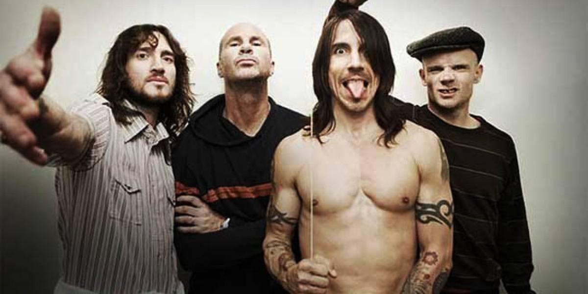 Los Red Hot Chili Peppers sorprenden a niños de un colegio con concierto en vivo