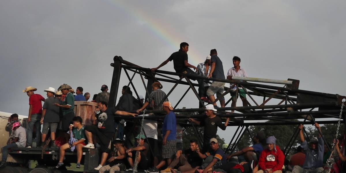 Se agota la paciencia entre migrantes que avanzan hacia Estados Unidos