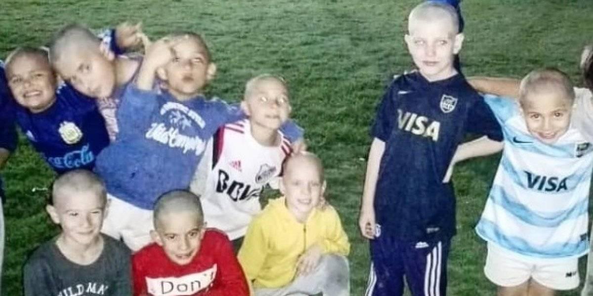 Niños de 7 años se rapan la cabeza como señal de apoyo a su amigo con cáncer