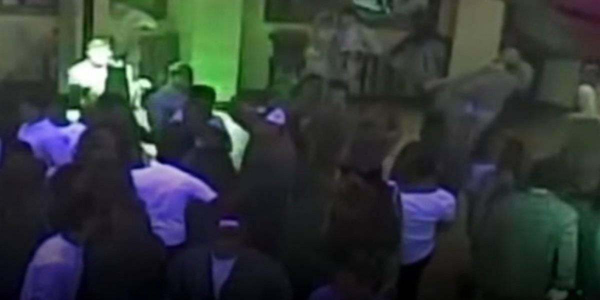 Mujer estranguló y dejó inconsciente a guarda de seguridad en discoteca