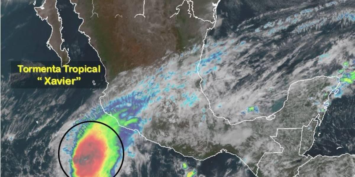 Tormenta tropical Xavier se fortalece en costas de Colima y Jalisco