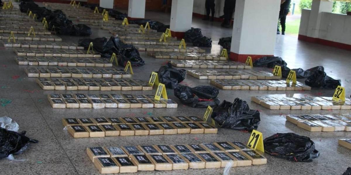 PNC decomisa más de 2 toneladas de cocaína, tres colombianos detenidos