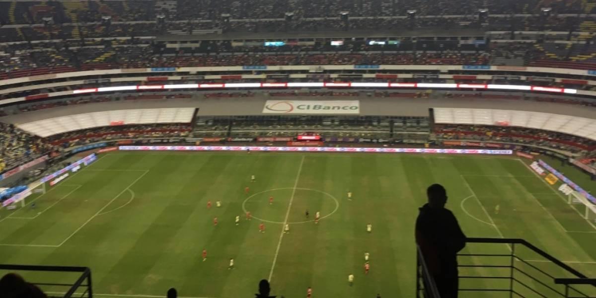 Sigue en pésimas condiciones el césped del Estadio Azteca