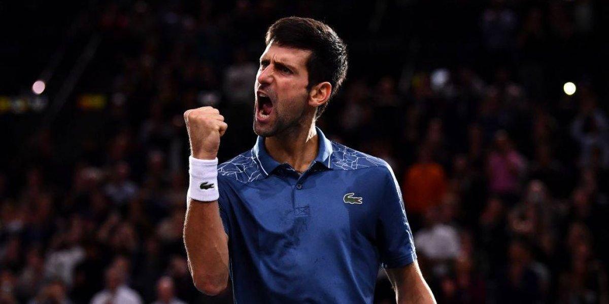 Un espectacular Djokovic le ganó la batalla a Federer y jugará la final de París-Bercy ante Khachanov