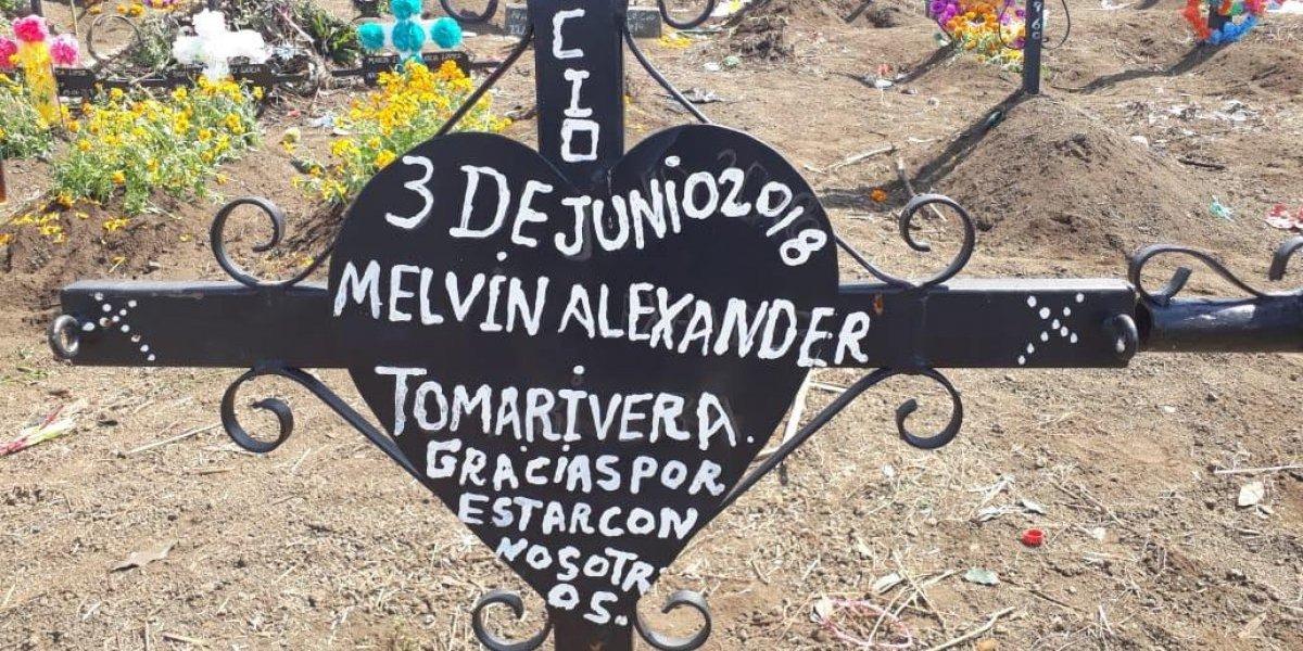 Con flores y altares recuerdan a las víctimas del volcán de Fuego