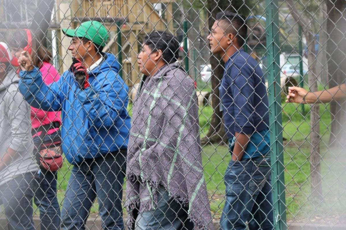 Los migrantes comenzaron a llegar este domingo al estadio de la colonia Granjas México. Foto: Ángel Cruz.