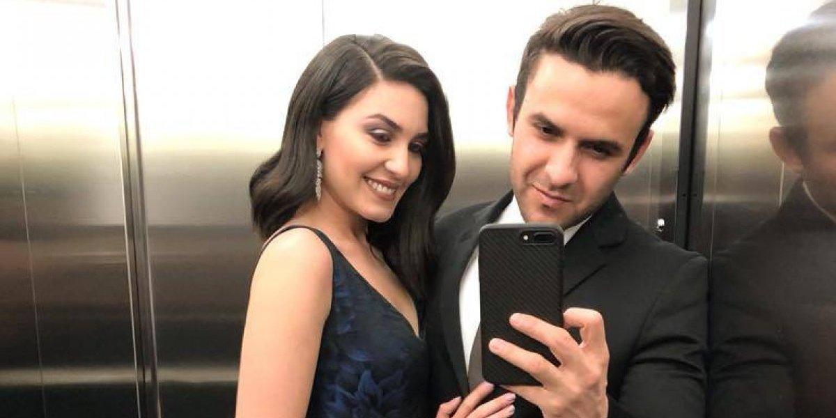 Carlos Peña y su esposa celebran su aniversario de pareja con íntimos mensajes