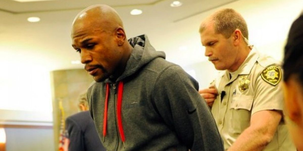 De la Hoya llama ''criminal'' a Mayweather tras nuevo trolleo
