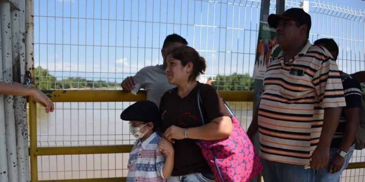 """""""Hay cura"""", padres hondureños buscan en EE. UU. el milagro para su hijo con cáncer"""