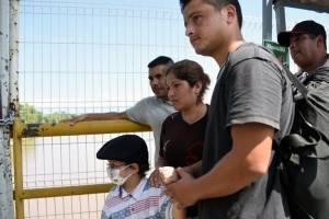 Padres hondureños buscan cura para su hijo con cáncer