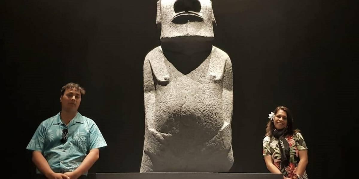 De fibra de vidrio y 3 metros es la réplica de moai que llega a Rapa Nui para reemplazar al que robaron piratas ingleses hace 150 años