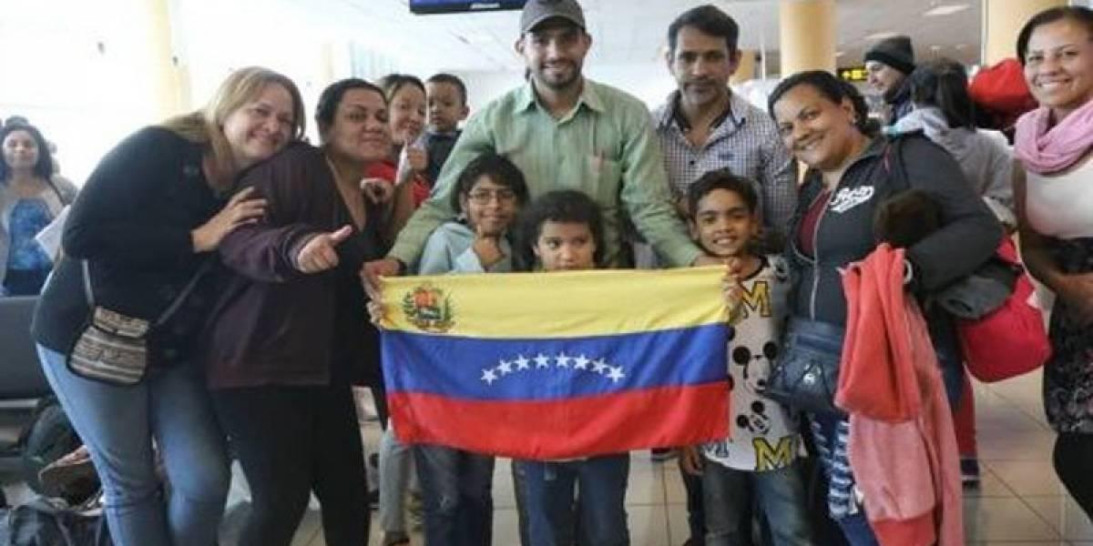 Un segundo grupo de venezolanos regresa a su país desde República Dominicana