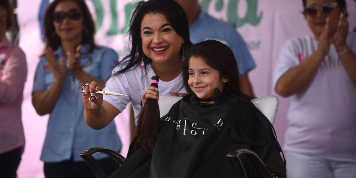 Donan su cabello para pacientes con cáncer