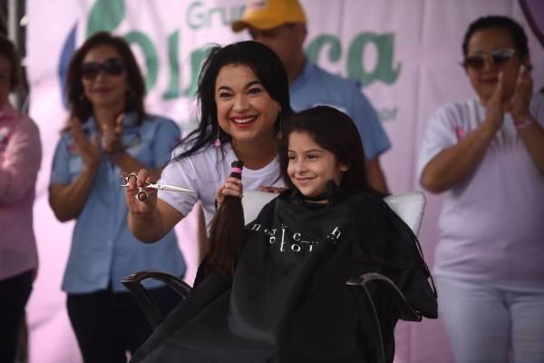 Donan cabello para personas que luchan contra el cáncer