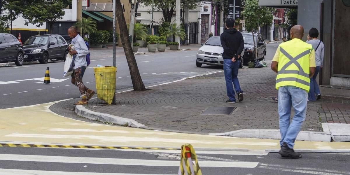 Rua dos Pinheiros terá calçada ampliada por 35 dias