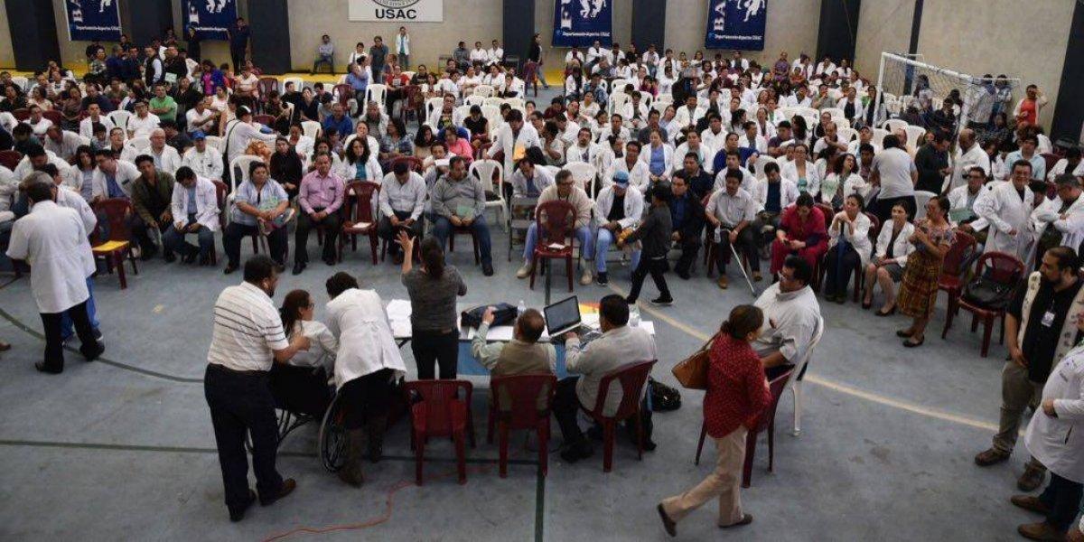 Profesionales de la salud inician plantón frente al Congreso