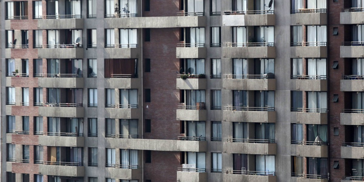 El fantasma de los gastos comunes: radiografía al nuevo dolor de cabeza inmobiliario de los chilenos