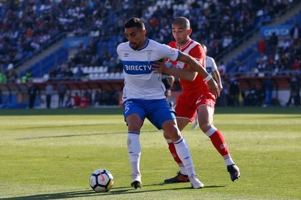 Branco Ampuero era pieza fija en el once titular de la UC previo a la seguidilla de lesiones que ha sufrido en el segundo semestre / Foto: Agencia UNO