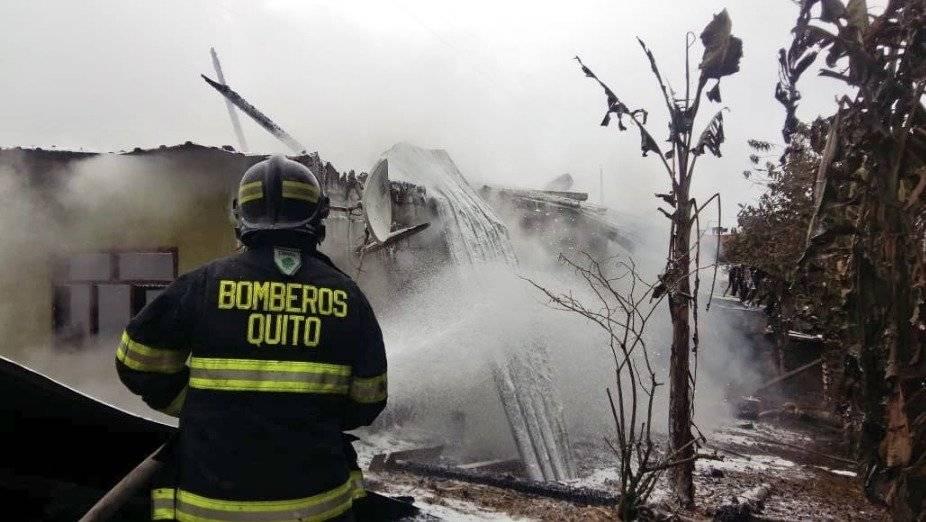 Incendio estructural Bomberos Quito