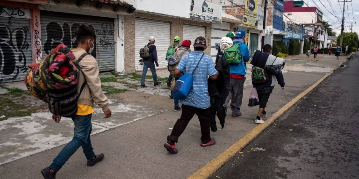 Caravana migrante reanuda su marcha hacia la capital de México