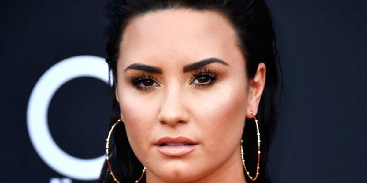 Demi Lovato deixa clínica de reabilitação após três meses